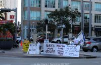 """""""Gays For Trump"""" anti-protesters"""