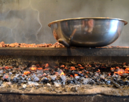 Kentucky barbecue: bowl over coal