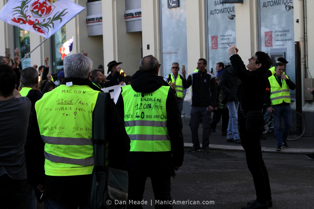 Two gilets jaunes protesters.