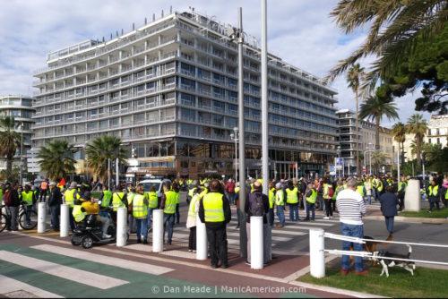 Gilets jaunes protesters blocking traffic.