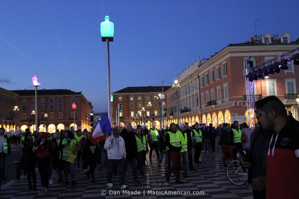 Gilets jaunes protestors re-enter Place Massena.