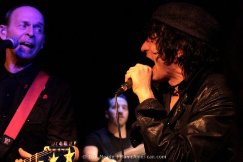 Jesse Malin sings toward Wayne Kramer.
